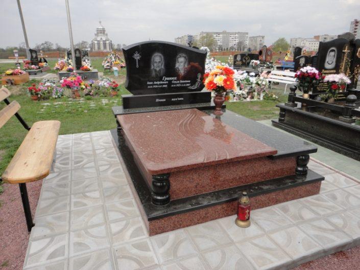 Пам'ятник подвійний